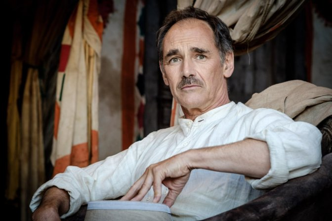 waiting-for-the-barbarians-2019-002-mark-rylance-seated